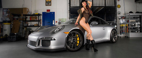 18+ Only: Niciodata nu ai mai intalnit un Porsche 911 GT3 atat de provocator!