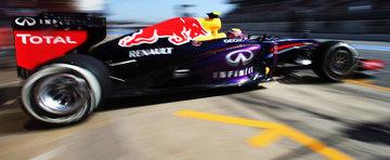 9 piloti de Formula 1 si masinile lor din garaj