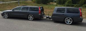Acum ai sansa sa cumperi un Volvo V70 cu... remorca Volvo V70. Uite cat costa perechea suedeza