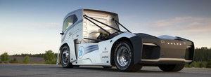 Asta este cel mai rapid camion din lume. The Iron Knight sparge doua recorduri mondiale