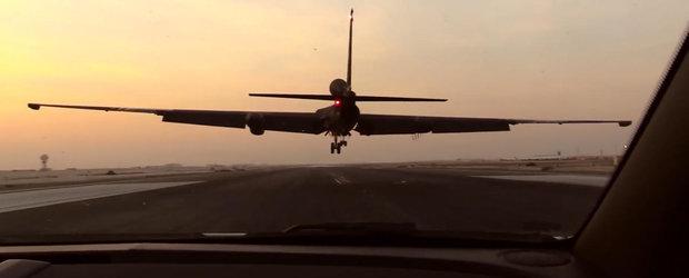 Avionul de spionaj care poate ateriza doar cu ajutorul unui Camaro