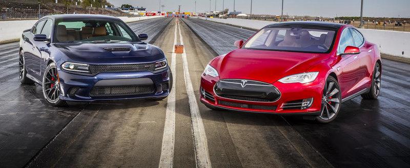 Batalia celor mai nebune sedanuri ale planetei: Charger Hellcat vs Tesla P85D