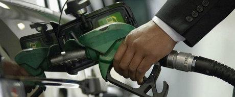 Benzina si motorina, mai ieftine incepand cu 1 ianuarie 2016