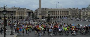Biciclistii din Paris au voie, conform legii, sa treaca pe rosu