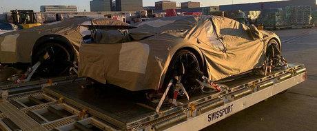 Bugatti Chiron, urmasul lui Veyron, pozeaza cu eleronul la vedere
