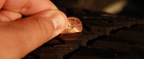 Cauciucurile second-hand de iarna: trebuie sa treaca testul monedei de 5 bani