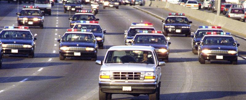 De cate masini de politie e nevoie ca sa prinda un infractor pe... moped?