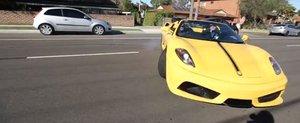 De ce nu e bine sa filmezi un Ferrari care da un burnout?