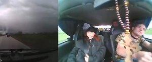 De ce sa nu iei autostopisti: cum se fura o masina cu bolovanul