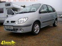 Dezmembrez Renault Scenic 2 0 benzina 2002 far