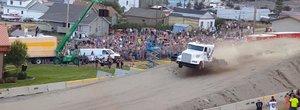 """Din ciclul """"Pentru ca putem"""": un cap-tractor a depasit recordul la sarituri in lungime"""