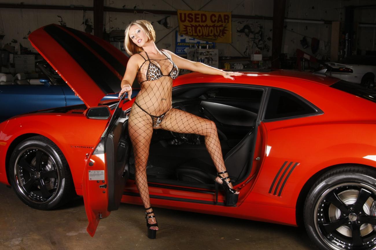Секс в автомастерской с дамой 17 фотография