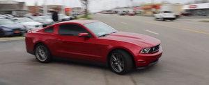 Doar un alt Mustangiu american care se crede Ken Block si distruge masina unui sofer nevinovat