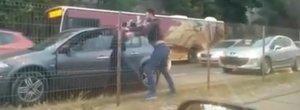 Doi papagali cu masini frantuzesti se iau la bataie in Bucuresti, spaland imaginea BMW