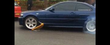 Fuge cu rotile blocate la BMW ca sa scape de recuperatori