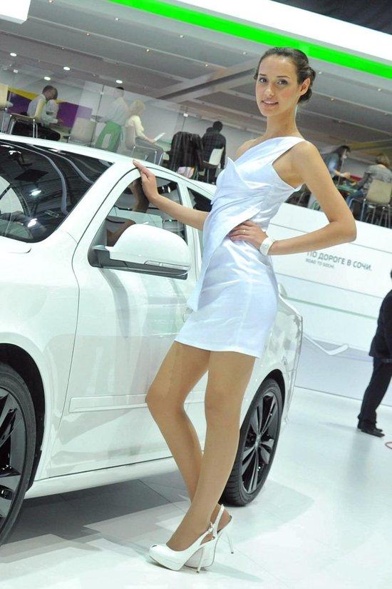 Galerie Foto: Fetele de la Moscow International Auto Salon 2012