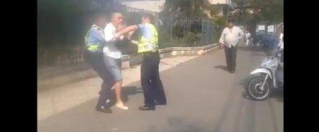 In sfarsit, Politia isi face treaba la Timisoara: smecher imobilizat de doi agenti