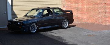 Inca un BMW M3 E30 aflat in cautarea unei noi case. CAT costa masina bavareza