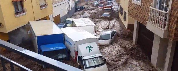 Inundatiile din Spania se dovedesc a fi prea abundente pentru masinile parcate pe strazi