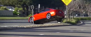 Momentul in care un BMW M4 loveste o bordura si... zboara