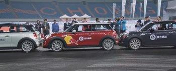 Nou record mondial: cea mai stramta parcare din lume este de 8 cm