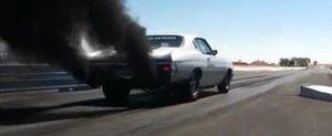 Noua moda in SUA: dragstere diesel care innegresc pista de fum
