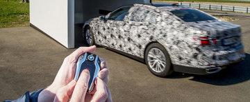 Noul BMW Seria 7 e primul automobil ce se poate parca din telecomanda