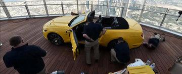 Noul Ford Mustang urca in varful celei mai inalte cladiri din lume