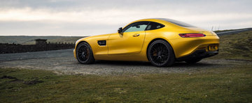 Noul Mercedes AMG GT pozeaza in toate pozitiile, intr-un pictorial super-sexy
