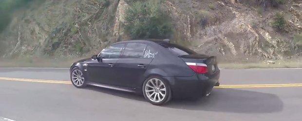 Numai cateva au iesit pe portile fabricii BMW. Uite cum se conduce un M5 E60 cu transmisie manuala.