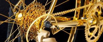 O bicicleta de aur costa cat un Lamborghini nou