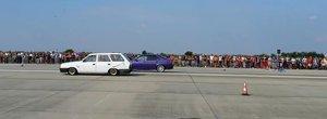 O Dacie break castiga o cursa legala impotriva unui BMW E36