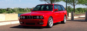 O fi el Touring, dar BMW-ul asta E30 are sub capota ce multi isi doresc. Si acum este de vanzare