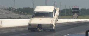 Peste 100 de metri de wheelie la bordul unui Chevrolet Nova de 1100cp