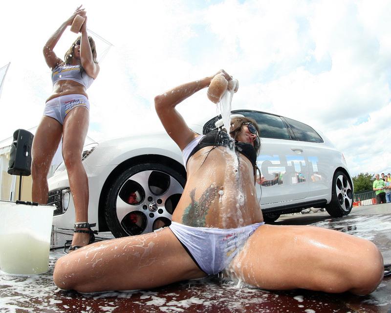 4Tuning » Poze masini » Fete » Pictorial sexy de vara: Fete aproape