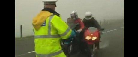 Politist vs. motociclist: cine castiga?