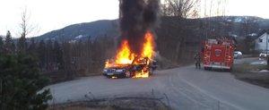 Pompierii din Norvegia incearca sa stinga un Mercedes-Benz dar...