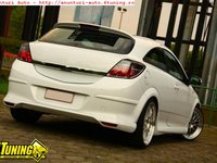 Prelungire bara spate fusta spoiler OPC Line Opel Astra H GTC