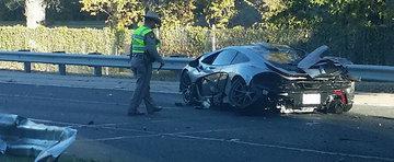 Primul accident cu noul McLaren P1. Supercarul britanic pare distrus complet