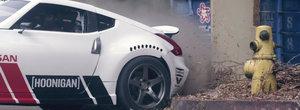 Priveste un Nissan 370Z de 1000 CP facand drifturi in interiorul si exteriorul unui mall din LA