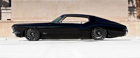"Pur si simplu perfect: Buick-ul Riviera cu suspensie pe aer si jante pe 22"""