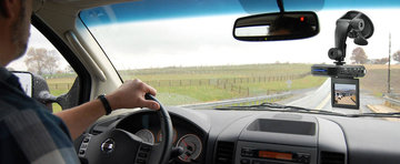 Reduceri de Sarbatori la camere de bord si trackere GPS de la iUni.ro