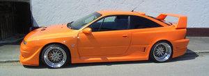 Retraieste nebunia anilor 2000 la volanul acestui Opel Calibra radical modificat