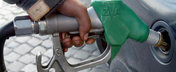 Romanii muncesc patru zile pentru un plin de benzina