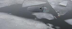 Sa treci un lac inghetat cu masina este o idee proasta