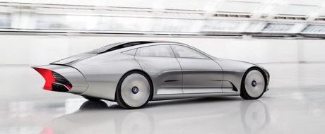 Salonul Auto de la Frankfurt 2015: Mercedes Concept IAA se transforma la viteze mari
