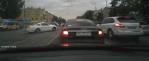 Soferul unui Mustang parcheaza intr-un Audi A6 dupa un drift nereusit