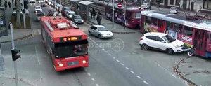 SUV vs. Tramvai, in Rusia. Ghici cine castiga?!