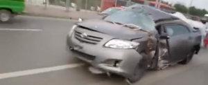 Uita de orice tanc! Toyota Corolla este cea mai rezistenta masina din lume. Nu ne crezi? Uita-te la asta