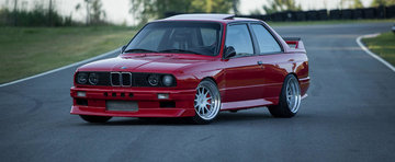 Un BMW E30 turbo cu 900 CP sub capota e dovada existentei perfectiunii